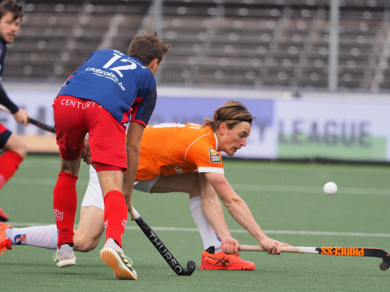 Bloemendaal heeft nog een kwart om iets aan de 0-1 achterstand tegen Royal Leopold te doen in de eerste EHL halve finale.