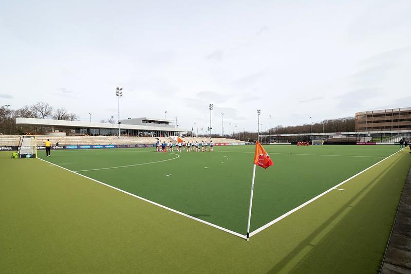 Het clubhuis en het eerste veld van Oranje-Rood.