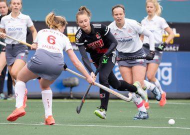 Marijn Veen in actie in de EHL. Amsterdam wint de bronzen medaille door Der Club an der Alster te verslaan.