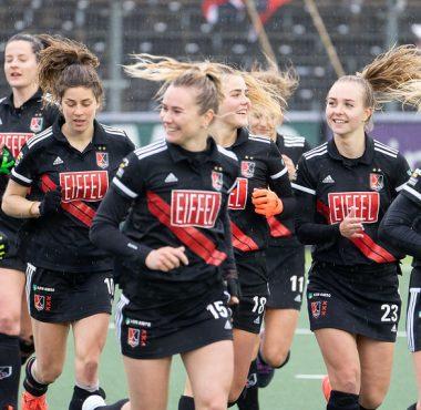 De dames van Amsterdam plaatsen zich voor de finale van de play-offs.