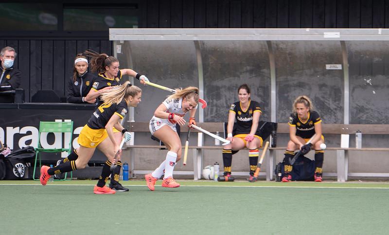 Floor de Haan (midden) en Lidewij Welten hadden het vaker met elkaar aan de stok in de wedstrijd.