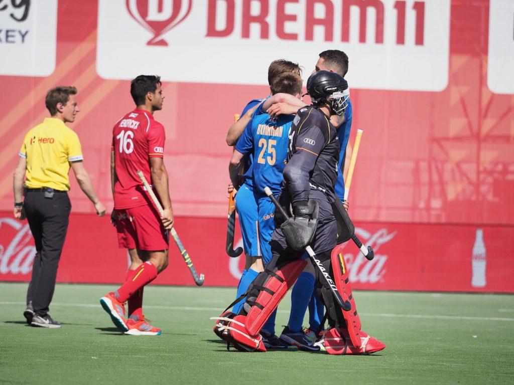 De Nederlandse Heren vieren de 0-4 overwinning op België in de FIH Pro League.