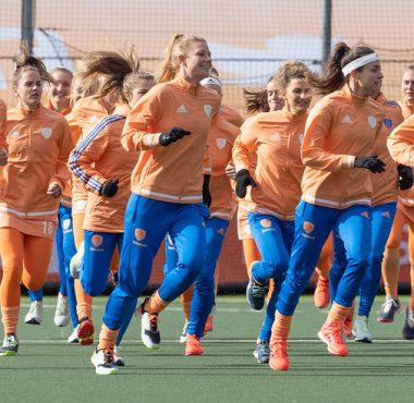 De Nederlandse hockeydames beginnen hun EK met een ontmoeting tegen Ierland.