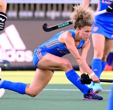 Maria Verschoor in actie tegen Spanje op het EK Hockey 2021.