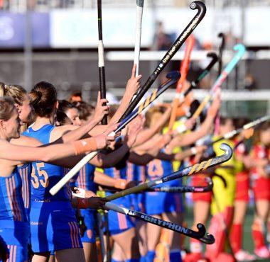 Nederland wint op het EK Hockey van Spanje.