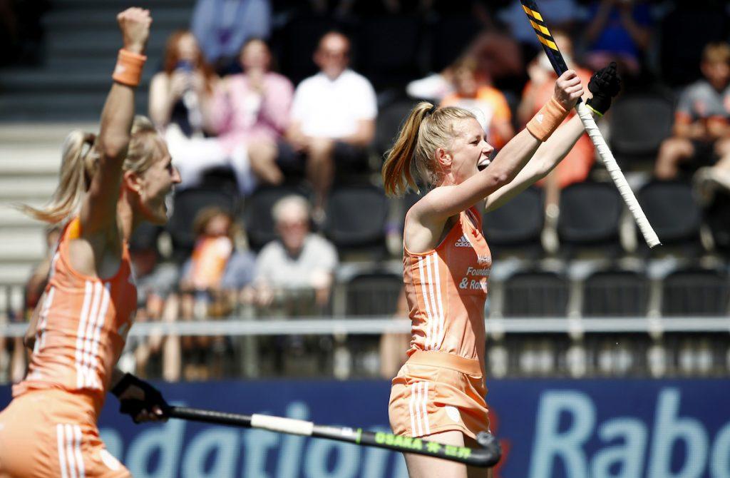 Nederland wint de titel op het EK Hockey door Duitsland te verslaan.