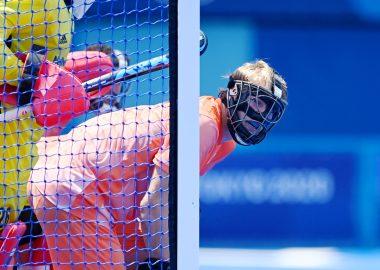 Jip Janssen voor de uitloop bij een strafcorner van België op de Olympische Spelen