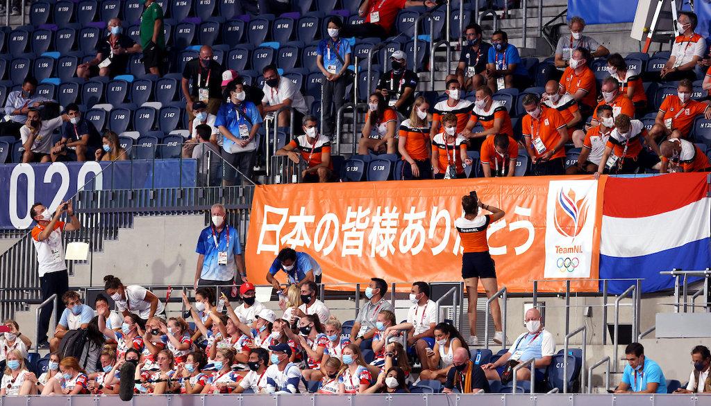 Fans waren niet welkom, wel mochten sporters die al klaar waren met het toernooi, vandaag kijken naar de finale